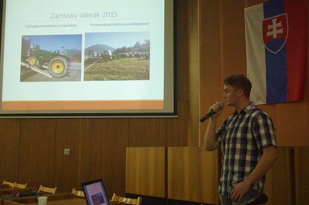 Michal počas prezentácie.