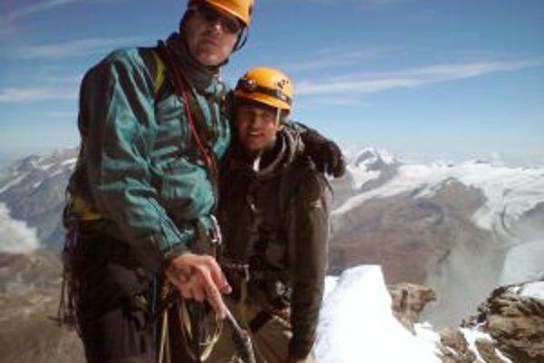 Kyselica a Beseda na vrchole Matterhornu.