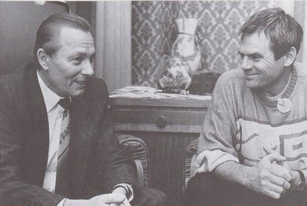 S Milanom Kňažkom. Schuster ako šéf SNR viedol rokovania s lídrami revolúcie. S Kňažkom si občas zahral aj tenis.
