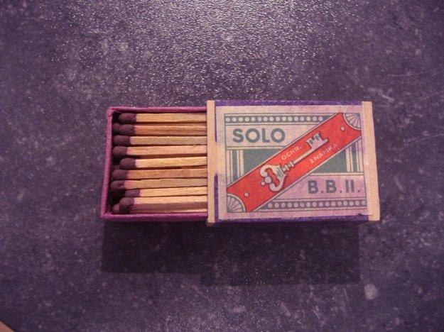 Zápalky z prvej republiky. Ešte v krabičke z drevenej dýhy.