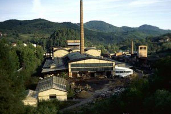 Slovenské magnezitové závody Dinas z rokov 1948 až 1950 dnes už ako fabrika nefungujú.