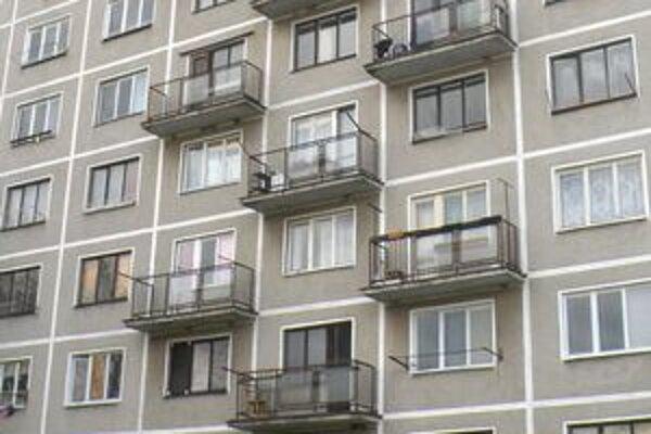 Nájomné byty na Ulici Felešníka majú podľa ich obyvateľov mnoho nedostatkov.