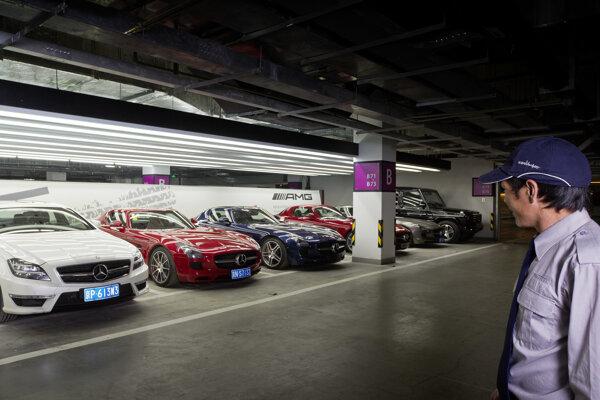 Ilustračné foto. Otvorenie showroomu AMG v Pekingu.