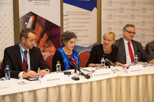 Dr. Karl Ambrosch  vpravo vedúci projektu ERAdiate pre IDS na Žilinskej univerzite a prof. Tatiana Kováčiková - členka ERAdiate.
