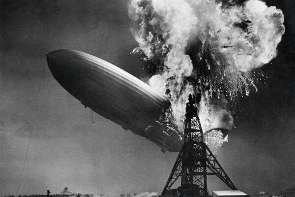 Stroskotaniu lode Hindenburg 6. mája 1937 venoval Life štvorstranu. Bola to jedna z prvých katastrofických udalostí, ktoré sa objavili v tlači na fotografiách. Reportéri totiž na mieste pripravení očakávali slávnostné pristátie.