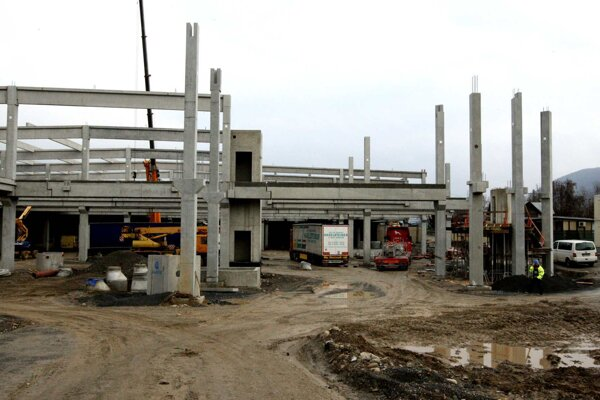 Zvýšenú prašnosť ovplyvnila aj stavba autobusovej stanice.