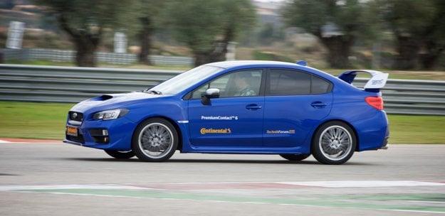 Športové pneumatiky sa skúšajú na športových autách. Subaru WRX STI dávalo pneumatikám zabrať, zákruty totiž zvládalo aj pri kontrolovanom šmyku.