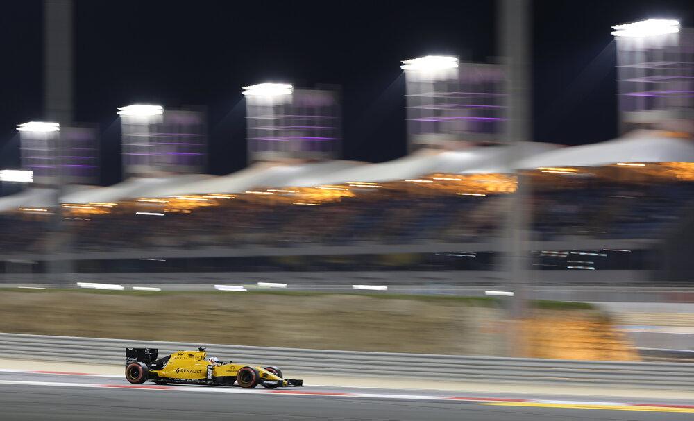 Kevin Magnussen z Renaultu počas veľkej ceny v Bahrajne.