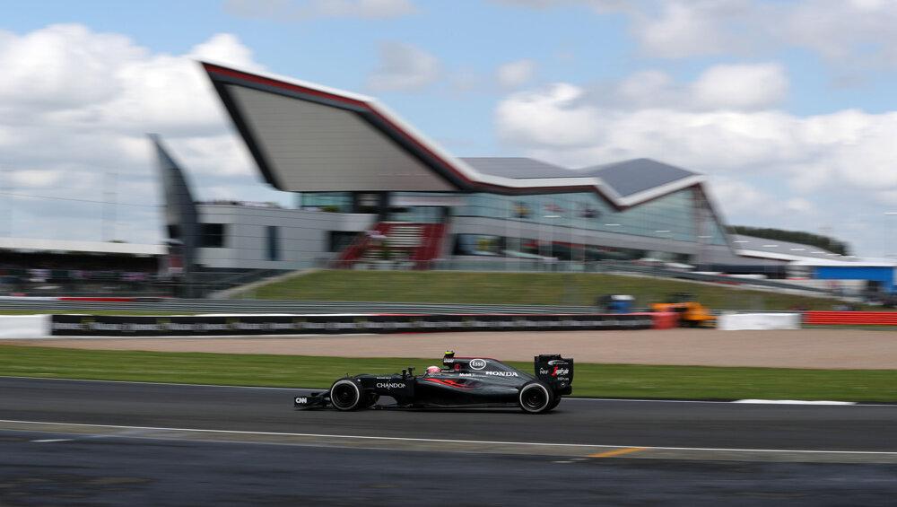 Jenson Button na domácej pôde, britskom okruhu Silverstone.
