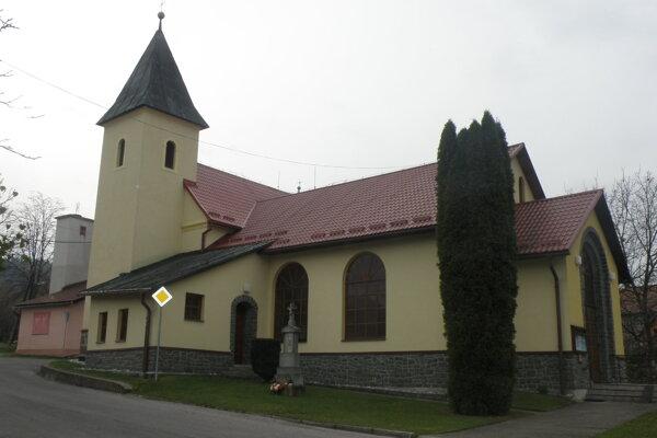 Kostol vo Veľkej Lehôtke, rovnako ako v Hradci a Malej Lehôtke bude v noci osvetlený.