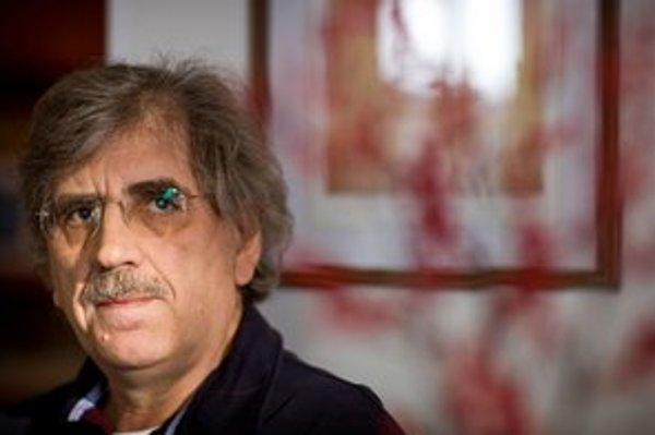Jozef Hašto viedol od roku 1982 psychiatrickú kliniku v Trenčíne, po prevrate pripravoval reformu psychiatrickej starostlivosti.