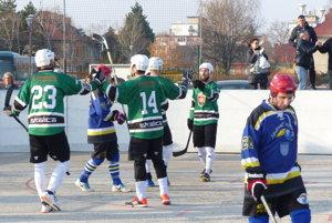 Hokejmarket Skalica sa teší z úvodného gólu stretnutia.