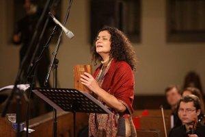Výnimočná speváčka Iva Bittová vystúpi aj v Banskej Bystrici.