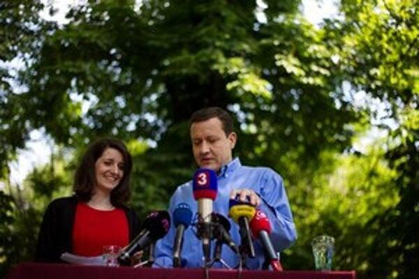 V lete peniaze pre Daniela Lipšica ešte chodili na združenie Sen pre Slovensko.