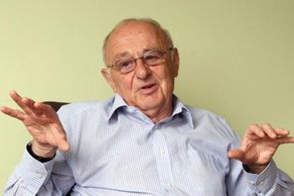 Svetozár Dluholucký (1940) Vyštudoval Lekársku fakultu UK v Bratislave. Pracuje v Detskej fakultnej nemocnici v Banskej Bystrici, je dekanom Fakulty zdravotníctva Slovenskej zdravotníckej univerzity. Od roku 1974 bol primárom detského oddelenia, od roku 1