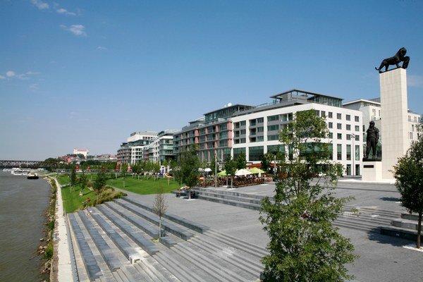 Na Slovensku je JLL exkluzívnym predajcom rezidenčnej časti najznámejšieho bratislavského komplexu – Eurovea, kde sa v súčasnosti dopredávajú posledné apartmány.