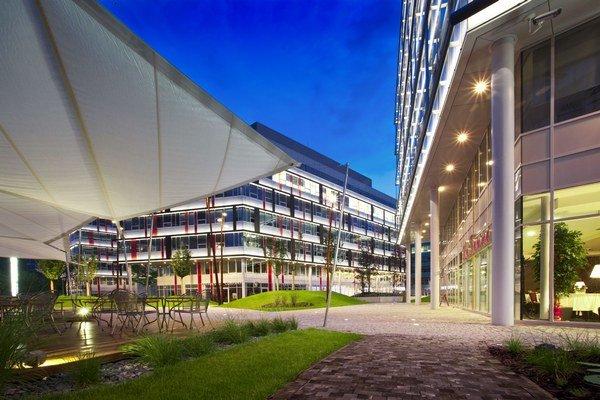 Budova Apollo Business Center II, HB Reavis ju dokončil v roku 2009.
