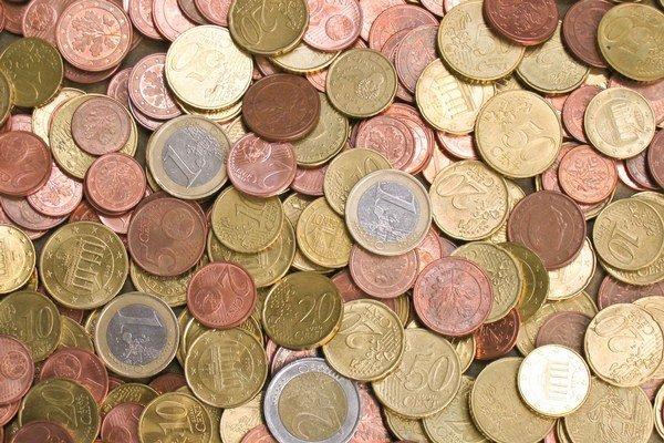 Objem vkladov má aj v budúcom roku rásť, avšak miernejšie.