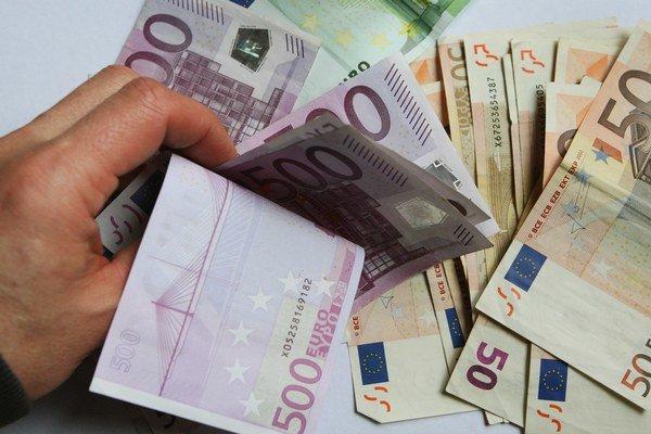 Pre získanie najvýhodnejších sadzieb je potrebné v bankách splniť niekoľko podmienok. Niektoré môžu úver predražiť.