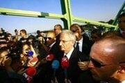 Maďarský exprezident László Sólyom na moste v Komárne.