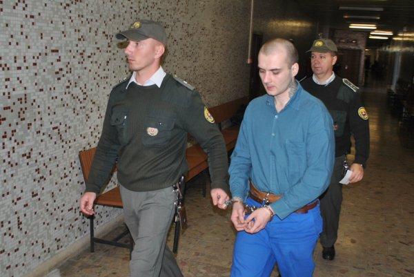 Michal s eskortou na krajskom súde. S odvolaním neuspel.
