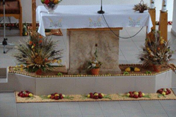 Radobický kostol vyzdobili plodmi zeme.