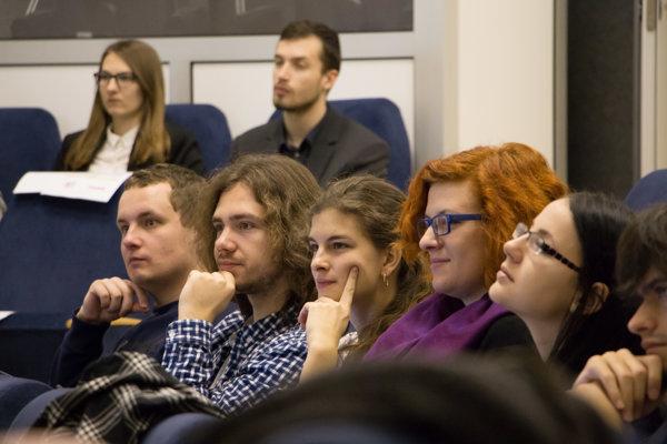 Budúci prekladatelia na workshope.