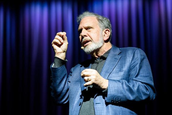 John Sexton sa narodil 29. septembra 1942 v Brooklyne. Študoval históriu a náboženstvo, ktoré v rokoch 1966 až 1975 učil na St. Francis College. Od roku 2002 do 2015 pôsobil ako pätnásty prezident Univerzity v New Yorku.