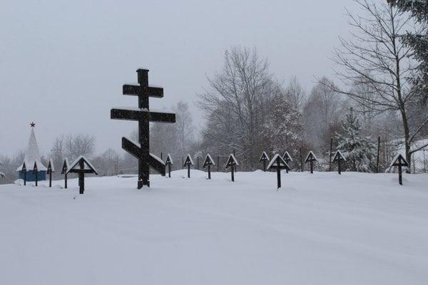 Obnovený vojnový cintorín v katastri obce Kalinov.