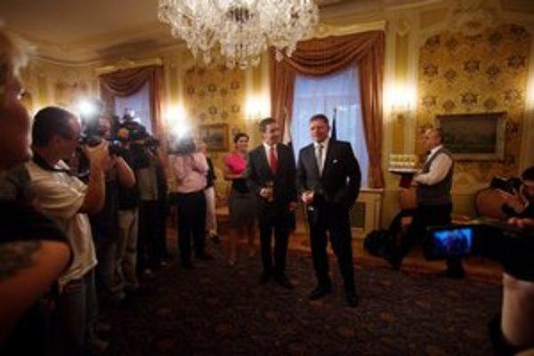 Premiér Robert Fico mal dobrú náladu a jeho hovorcovia tiež.