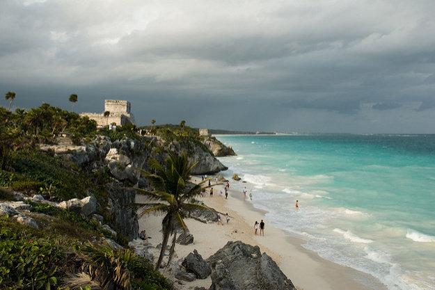 Karibské pobrežie Mexika má more pokojnejšie ako pobrežie Tichého oceánu.