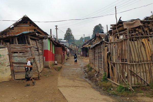 Osada Rúbanka sa nachádza jeden a pol kilometra od Muránskej Dlhej Lúky. Aj tu žijú deti, ktoré sa zapojili do projektu Fotoroma.