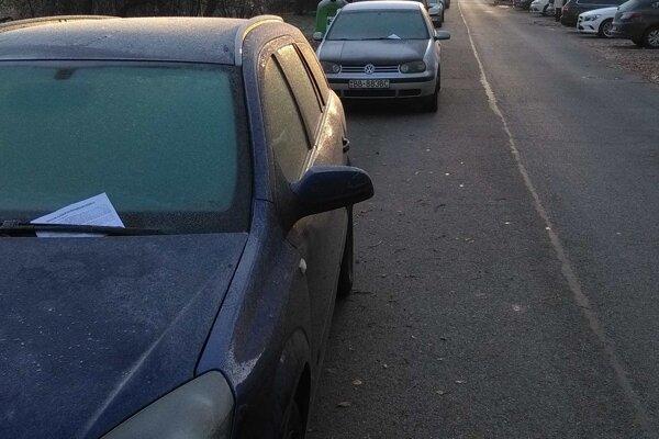 Upozornenia za sklom vodičov nepošili