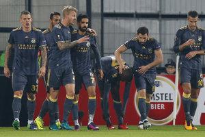 Fenerbahce bojuje s Feyenoordom.