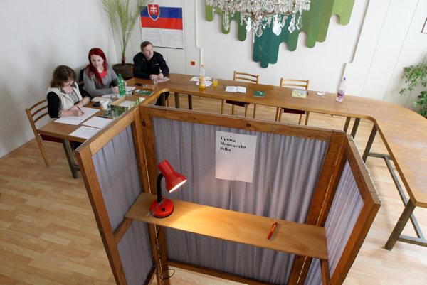 Presný termín krajských volieb ešte známy nie je, mali by však byť na jeseň budúceho roka.
