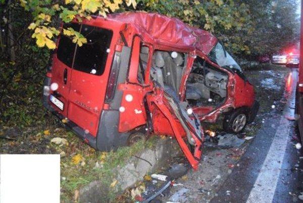 Auto bolo po nehode úplne zničené.