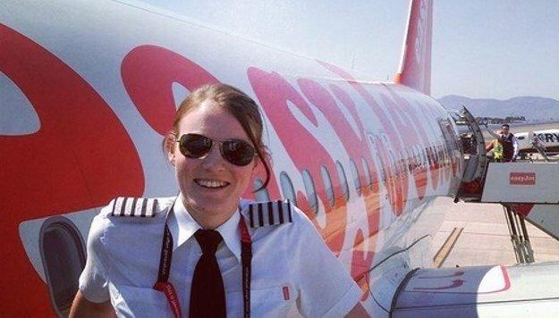 Kate McWilliamsová, najmladšia kapitánka letky Easyjet (nar. 1990)