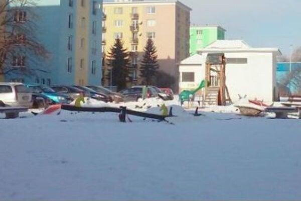 Vybavenosť detského ihriska na križovatke Hurbanovej aKomenského ulice vStarom Meste doplnia.