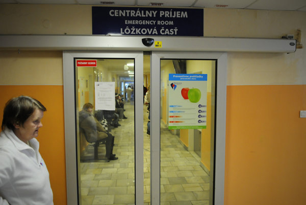 Nemocniciam v Revúcej a vo Veľkom Krtíši sa nepáči, že nie sú zaradené do pevnej siete urgentov.