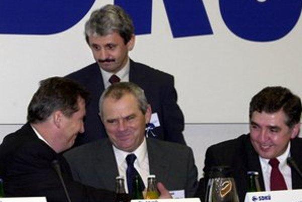 Ivan Šimko, Mikuláš Dzurinda, Milan Kňažko a Milan Hort. Lídri SDKÚ na ustanovujúcom sneme strany v roku 2000.