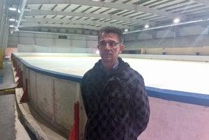Správca Milan Filo hovorí, že výroba ľadu potrvá asi tri dni.