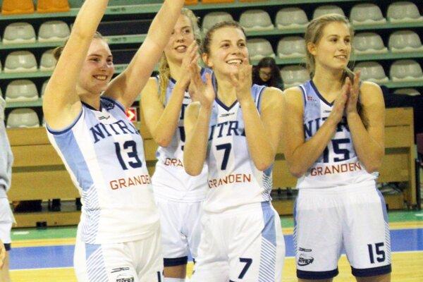 Nitrianky sa v stredu večer tešili z postupu na Finálový turnaj Slovenského pohára. Zľava Fehérová, Škublová, Sailerová a Kováčiková.