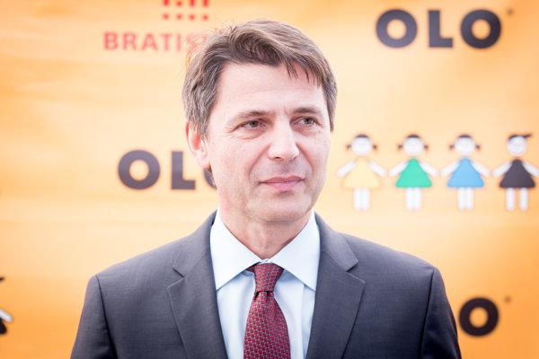 Primátor Bratislavy Ivo Nesrovnal počas brífingu Magistrátu hlavného mesta SR Bratislavy a spoločnosti Odvoz a likvidácia odpadu (OLO).