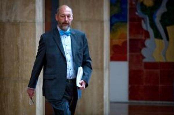 Minister hospodárstva sa dlho venuje jachtárstvu a dlho sa už pozná aj s podnikateľom a bývalým poslancom za HZDS Jozefom Brhelom.