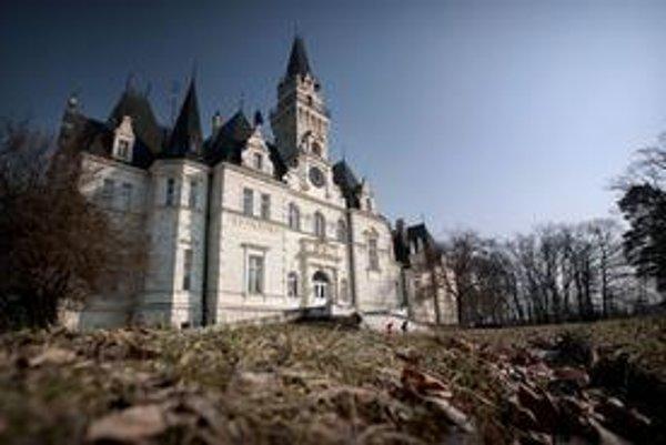 Kaštiel v Budmericiach obývali spisovatelia, už je prázdny.