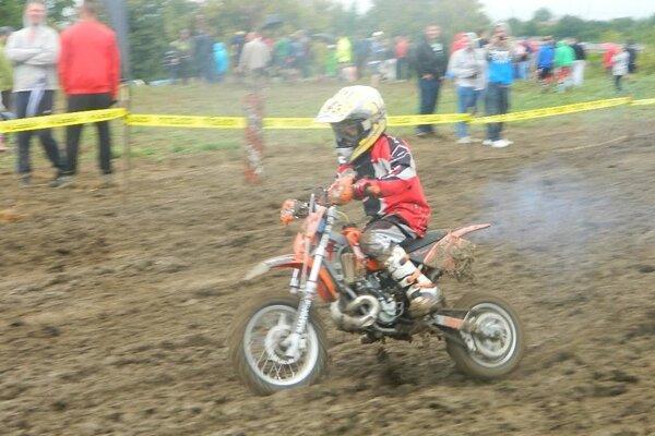 Denis Tekeľ súťažil v triede MX50.