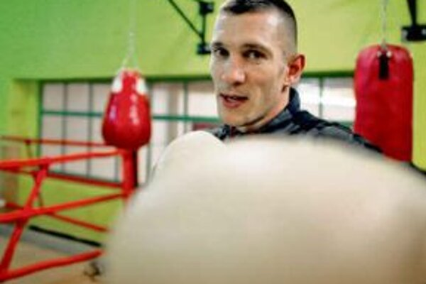 Stranám pomôže zháňať hlasy aj verejne známy boxer.