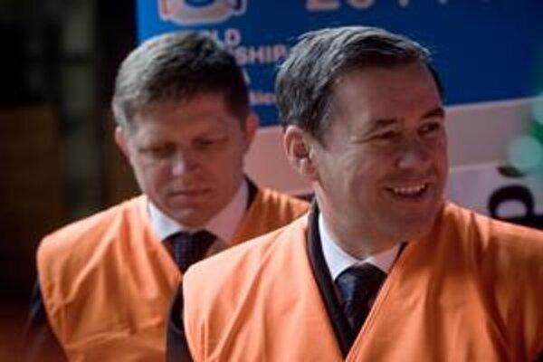 Je, či nie je Juraj Široký (vpravo) sponzorom Smeru?