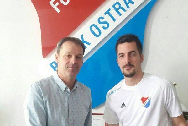 Štefan Pekár (vpravo) a generálny manažér Baníka Ostrava Dušan Vrťo.