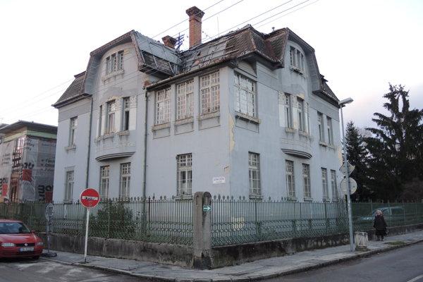 Župa budovu nevie predať, zvažuje, že do nej presťahuje múzeum.